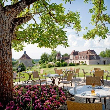 Château-des-Vigiers-terrasse-ostra-regal
