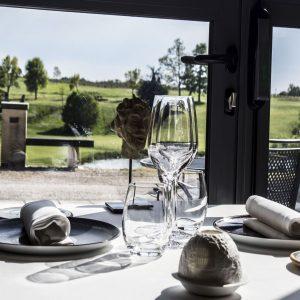 les-fresques-restaurant-salle-vue-jardin